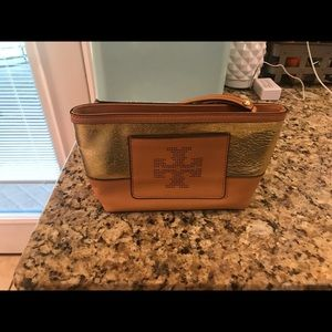 Authentic Tory Burch wristlet in EUC